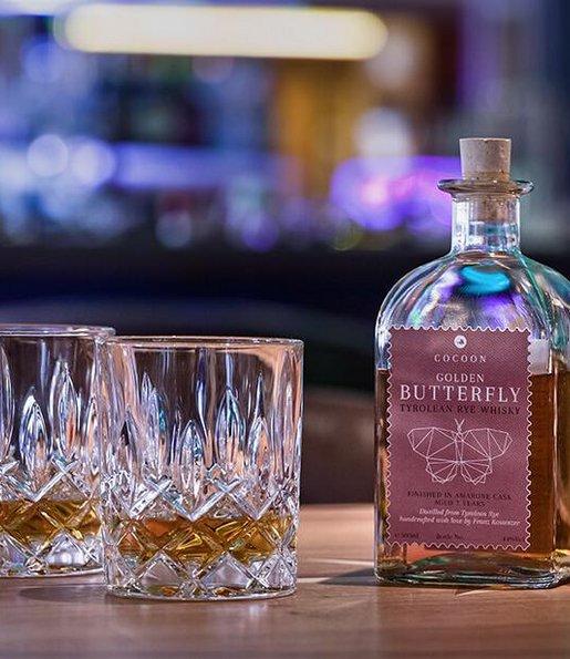 Whiskey mit Gläsern