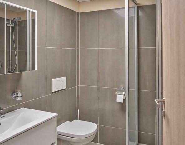 Mitarbeiterhaus Badezimmer